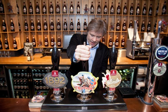 Bruce pulling first pint _9731