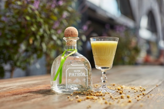 avocadoapplechamomile-patron-silver-low-res
